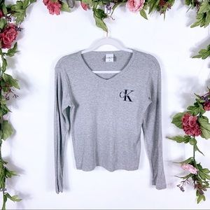 Calvin Klein | gray ribbed v-neck baby tee